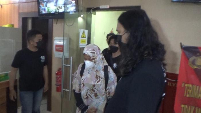 Wanita yang jadi otak begal taksi online di Makassar.