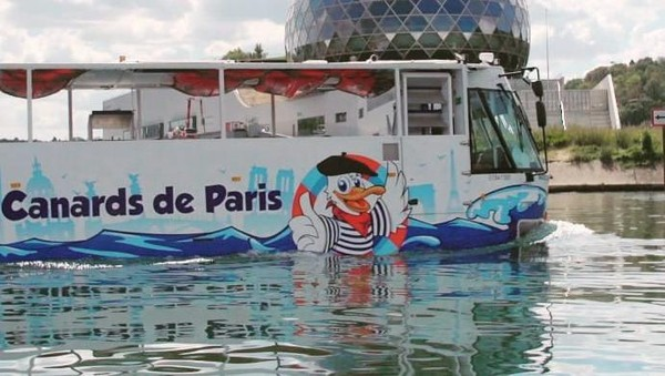 Tur unik ini sudah berjalan sejak musim panas oleh perusahaan bernama Canards de Paris yang artinya bebek paris. (Les Canards de Paris/instagram)