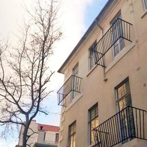 10 Desain Balkon Unfaedah Ini Bikin Gagal Paham Sekaligus Terheran-heran