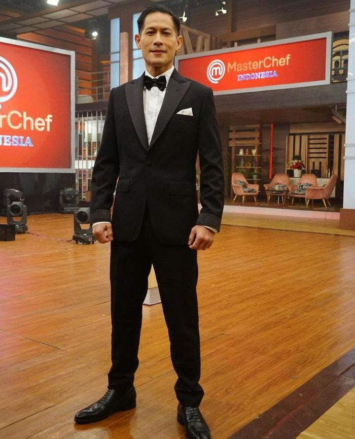 Chef Juna Diisukan Pamit dari MasterChef, Begini Gaya Kerennya Saat Masak