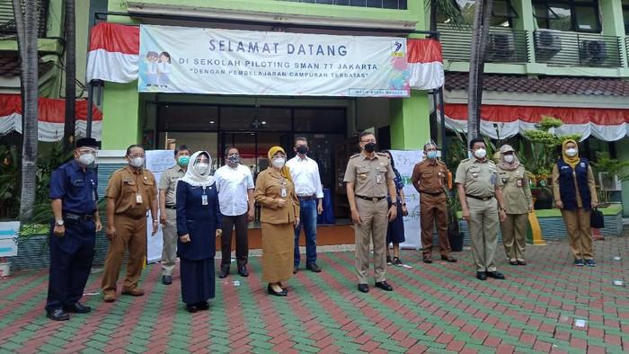 Hari pertama PTM di SMAN 77 Jakarta (Foto: Nahda/detikcom)