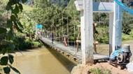 Ibu-Anak Jatuh dari Jembatan Gantung hingga Terjun ke Sungai di Lebak