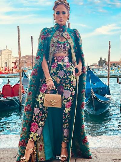 Jennifer Lopez di fashion show Dolce & Gabbana