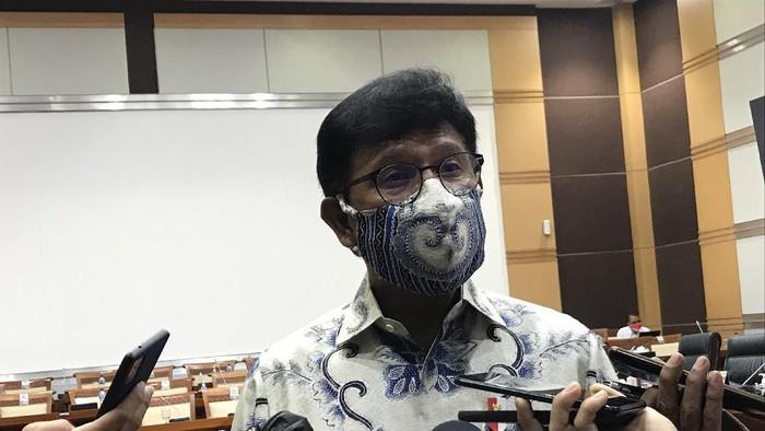 Menkominfo Johnny G Plate di sela-sela rapat Komisi I DPR, di kompleks parlemen, Senayan, Jakarta, Senin (30/8/2021).