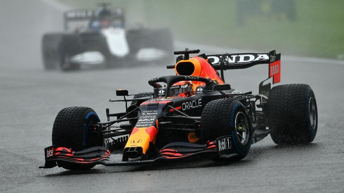 SPA, BELGIUM - AUGUST 29: Max Verstappen of the Netherlands driving the (33) Red Bull Racing RB16B Honda on the formation lap during the F1 Grand Prix of Belgium at Circuit de Spa-Francorchamps on August 29, 2021 in Spa, Belgium. (Photo by Dan Mullan/Getty Images)