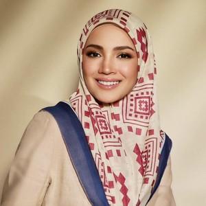 Artis Cantik Berhijab Ini Nangis 80 Ribu Hijab Jualannya Sold Out dalam 2 Jam