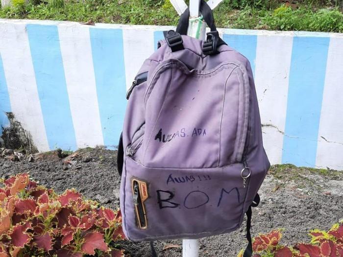 Penampakan tas bertuliskan bom di Pematangsiantar (dok. Istimewa)