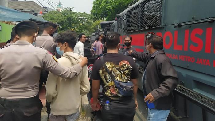 Polisi Amankan 15 Orang Pendukung HRS di Demo PT DKI Jakarta (Dias-detikcom)