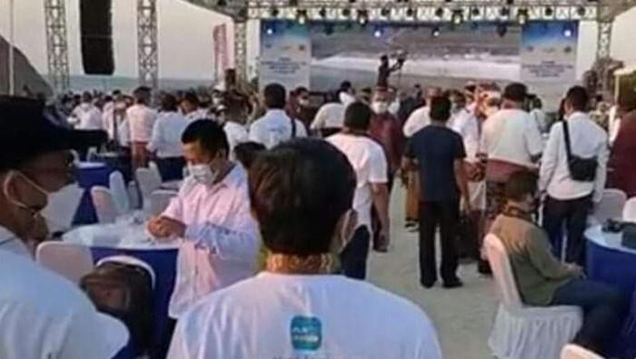 Tangkapan layar kerumunan di Pantai Wisata Otan, Desa Otan, Kecamatan Semau, Kabupaten Kupang, NTT, Jumat (27/8) (ANTARA/Kornelis Kaha)