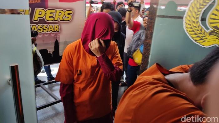 Wanita pengusaha asal Jakarta yang jadi otak begal taksi online di Makassar. (Hermawan/detikcom)