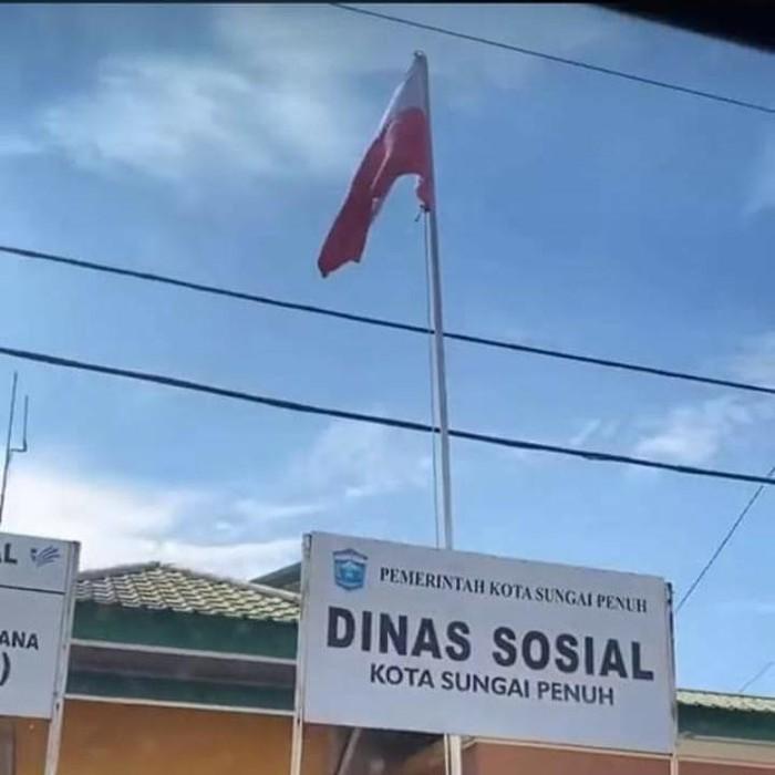 Bendera Merah Putih terpasang terbalik di Sungai Penuh Jambi