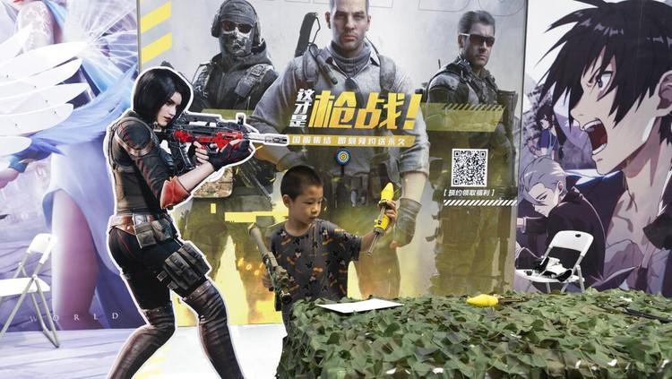 China membuat aturan baru terkait permainan game online untuk anak di bawah umur. Negara itu membatasi anak-anak bermain game online maksimal 3 jam seminggu.