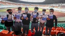 Vaksinasi COVID-19 pada anak di atas 12 tahun terus dilakukan. Stadion sepakbola di Bogor ini pun dialihfungsi menjadi lokasi vaksinasi COVID-19 anak.