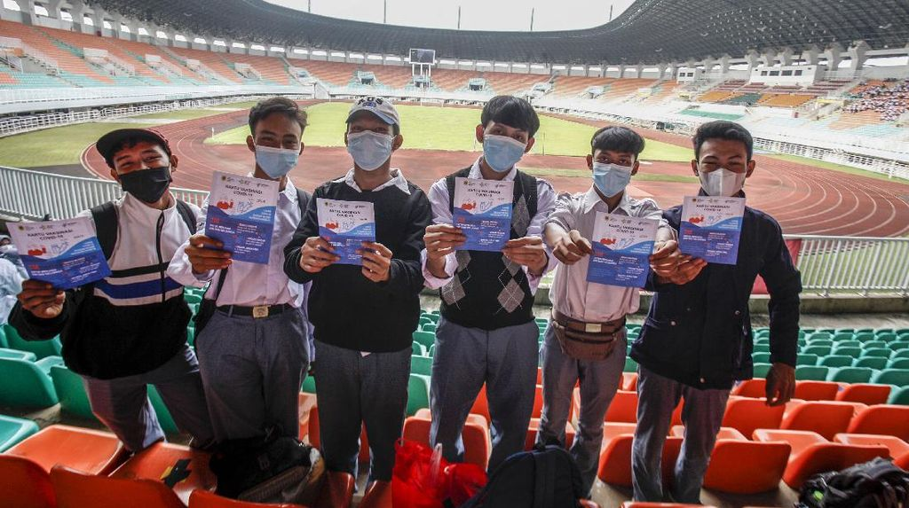 Genjot Vaksinasi Anak, Pelajar di Bogor Disuntik Vaksin COVID-19