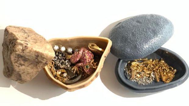 Mainan kapsul batu Jepang