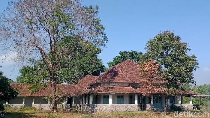 Salah satu pabrik gula (PG) yang dibangun masa kolonial adalah PG Delanggu. Namun kini pabrik yang terletak di Desa/ Kecamatan Delanggu, Kabupaten Klaten, Jawa Tengah itu tinggal sisa bangunan-bangunan tua yang dimakan jaman. PG tersebut menurut catatan dibangun tahun 1917. Pada tahun 1933, pabrik berhenti beroperasi karena dampak krisis ekonomi malaise.