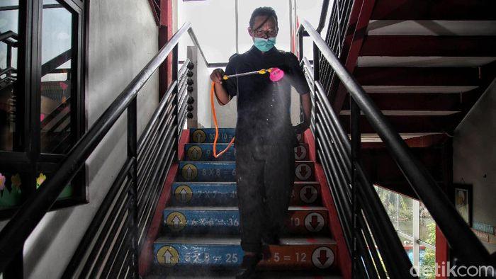 Jakarta telah memulai sekolah tatap muka di tengah penerapan PPKM level 3. Guna beri rasa aman, prokes ketat tetap diterapkan saat sekolah tatap muka digelar.
