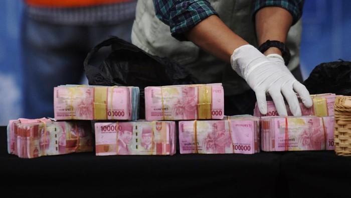 KPK melakukan OTT Bupati Probolinggo Puput Tantriana Sari. Sejumlah barang bukti pun diamankan, salah satunya uang tunai senilai Rp 362.500.000,00.