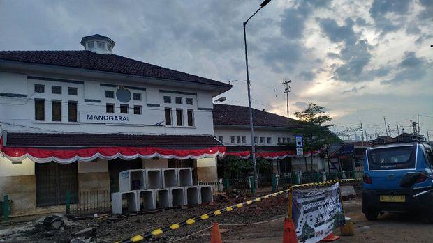Penataan Stasiun Manggarai, termasuk adanya shelter ojek online (ojol).