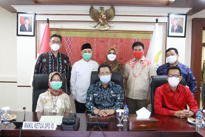 Peneliti Senior LIPI R. Siti Zuhro mengatakan DPD RI perlu memperkuat posisinya sebagai penyambung lidah rakyat di daerah.