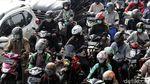 PPKM Diperpanjang, Jalanan di Jakarta Tetap Padat Kendaraan