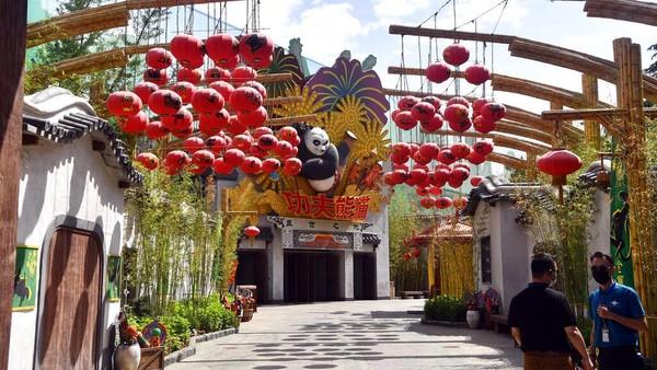 Sebelum dibuka untuk umum, taman hiburan itu terlebih dahulu diuji coba dan melakukan simulasi. Chinatopix Via AP, file.