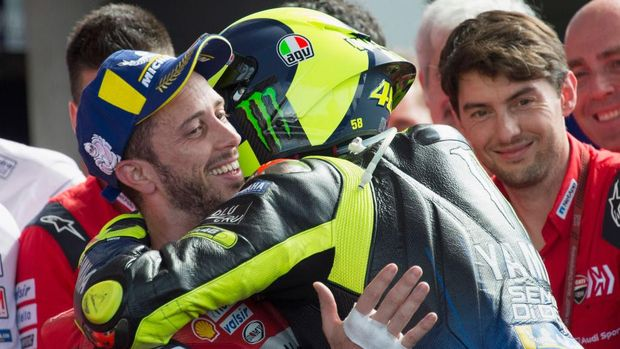 RIO HONDO, ARGENTINA - MARCH 31: Valentino Rossi of Italy and Yamaha Factory Racing  celebrates withAndrea Dovizioso of Italy and Ducati Team (R) under the podium at the end of the MotoGP race  during the MotoGp of Argentina - Race on March 31, 2019 in Rio Hondo, Argentina. (Photo by Mirco Lazzari gp/Getty Images)