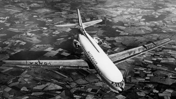 Zaman Keemasan Alitalia dimulai pada 1950-an ketika rekonstruksi pasca-Perang Dunia II memicu ledakan ekonomi di Italia. Mereka akhirnya mampu terbang ke destinasi yang sangat jauh.