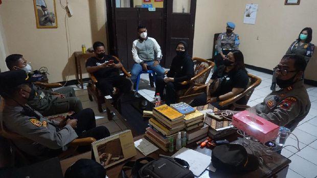 Demian Aditya cs batal syuting Nelusur di RSK Tayu Pati gegara dibubarkan polisi