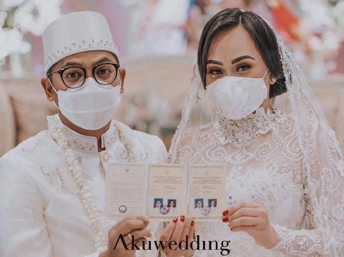 Foto pasangan yang menikah saat PPKM. Foto: Dok. Instagram @akuwedding.