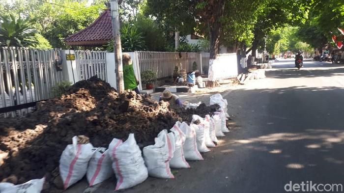 Di sejumlah ruas jalan di Bojonegoro lagi ada proyek pemasangan pipa jaringan gas (jargas). Para pengguna jalan diharapkan lebih waspada dan berhati-hati.