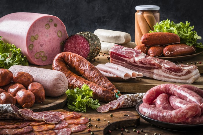 Istilah nama makanan yang diolah dari daging babi. Seperti lapchiong, samcan, hingga lard.