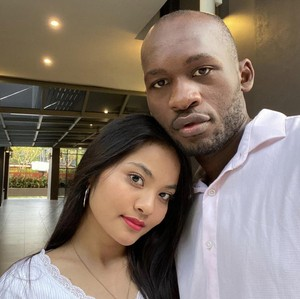 10 Foto Wanita yang Viral Dinikahi Pria Afrika Saat Baru Kenal