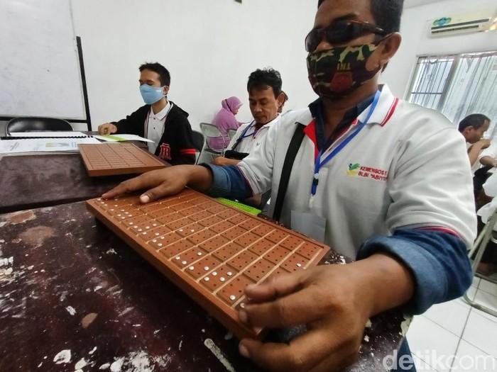 Melihat antusiasme tunanetra di Karawang ikut pelatihan huruf braille