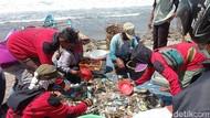 Kala Nelayan di Pangandaran Jaring Lebih Banyak Sampah Ketimbang Ikan