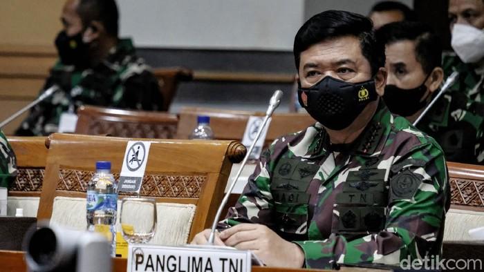 Komisi I DPR menggelar rapat bersama Wakil Menteri Pertahanan (Wamenhan) Muhammad Herindra dan Panglima TNI Marsekal Hadi Tjahjanto. KSAD Jenderal Andika Perkasa juga hadir dalam rapat tertutup tersebut.