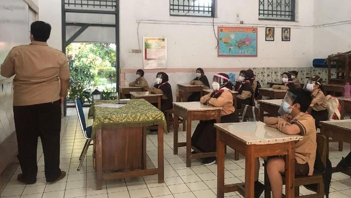 Pembelajaran tatap muka di SDN 01 Manggarai Jaksel (Foto: Faiz/detikcom)