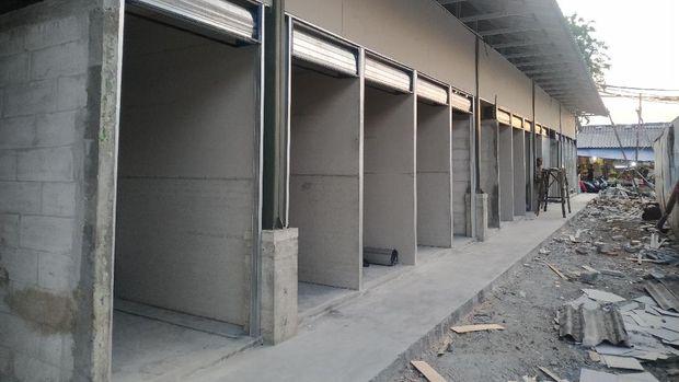 Progres pembangunan Pasar Kambing, Jakarta Pusat, Rabu (1/9/2021). Kios-kios sudah selesai dibangun.