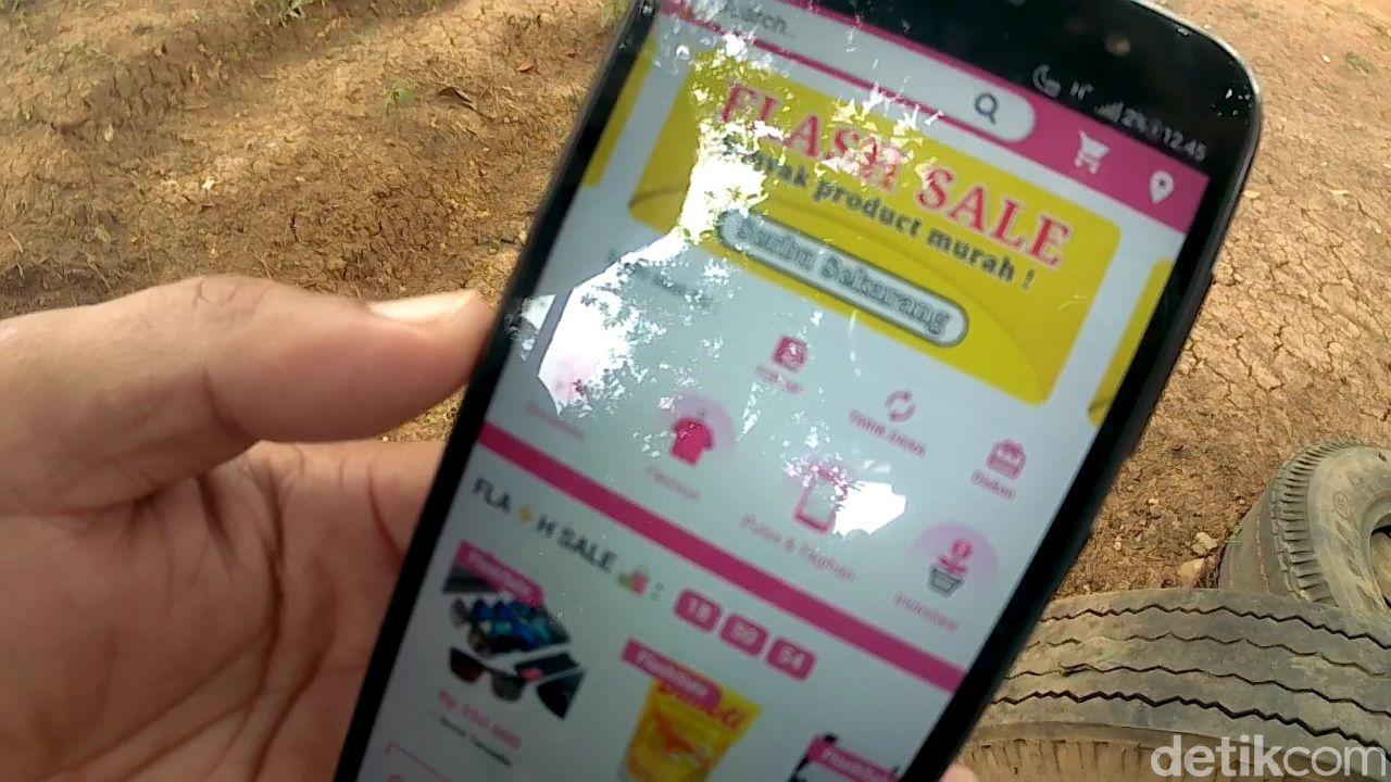 Sarjono membuat aplikasi e-Commerce