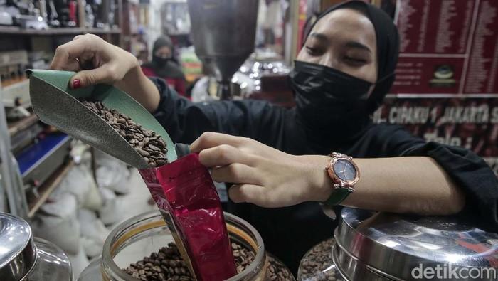 Dilansir Kemendag, surplus neraca perdagangan  kopi Indonesia meningkat. Pada Januari hingga Juni 2021. Artinya kopi Indonesia maskin digemari lho di dunia.