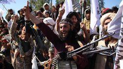 Momen Viral Penyiar TV Dikelilingi Petempur Taliban Minta Warga Tak Takut