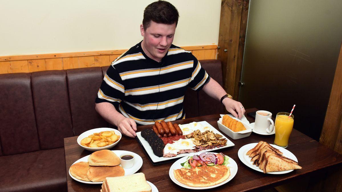 Tantangan Makan 57 Menu Sarapan Senilai 8.000 Kalori, Kamu Sanggup?