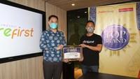 Fibrefirst meraih penghargaan Top Brand Award untuk kategori baru yakni, Healthy Diet Supplement dengan TBI 47,2%. Penghargaan tersebut diterima langsung oleh CEO PT Kobe Nutri Farma, Benny Winata, di Jakarta.