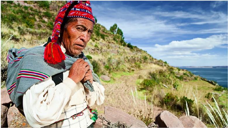 Topi chullo khas Taquile