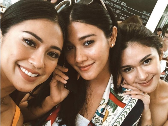 Tyna Kanna Mirdad bersama kakak Kenang Mirdad, Nana Mirdad dan Naysila Mirdad. Foto: Instagram