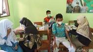 Drama Siswi Takut Disuntik Saat Vaksinasi COVID-19