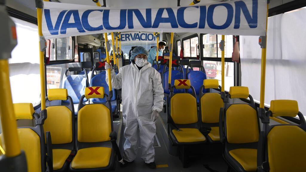 Begini Jadinya Bila Bus Disulap Jadi Lokasi Vaksinasi COVID-19