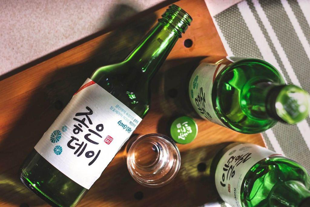 5 Fakta Soju, Minuman Alkohol yang Sering Muncul di Drama Korea