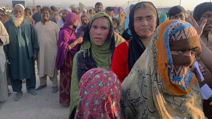 Ribuan warga Afghanistan melarikan diri ke Pakistan usai Taliban kuasai Kabul dan daerah penting lainnya. Mereka pergi untuk mencari perlindungan. Ini potretnya