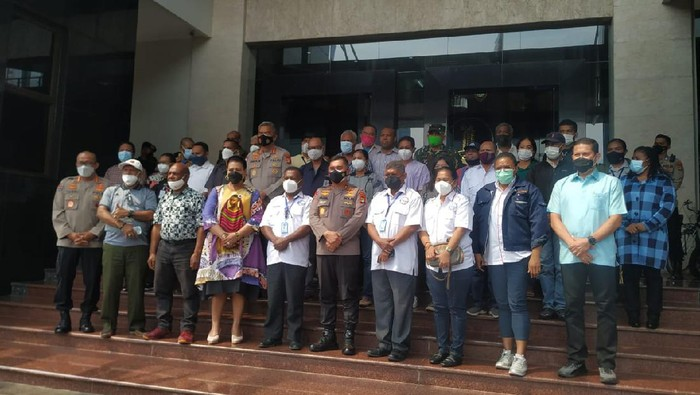 Kapolda Metro Jaya Irjen Fadil Imran bertemu dengan warga Papua (Yogi/detikcom)